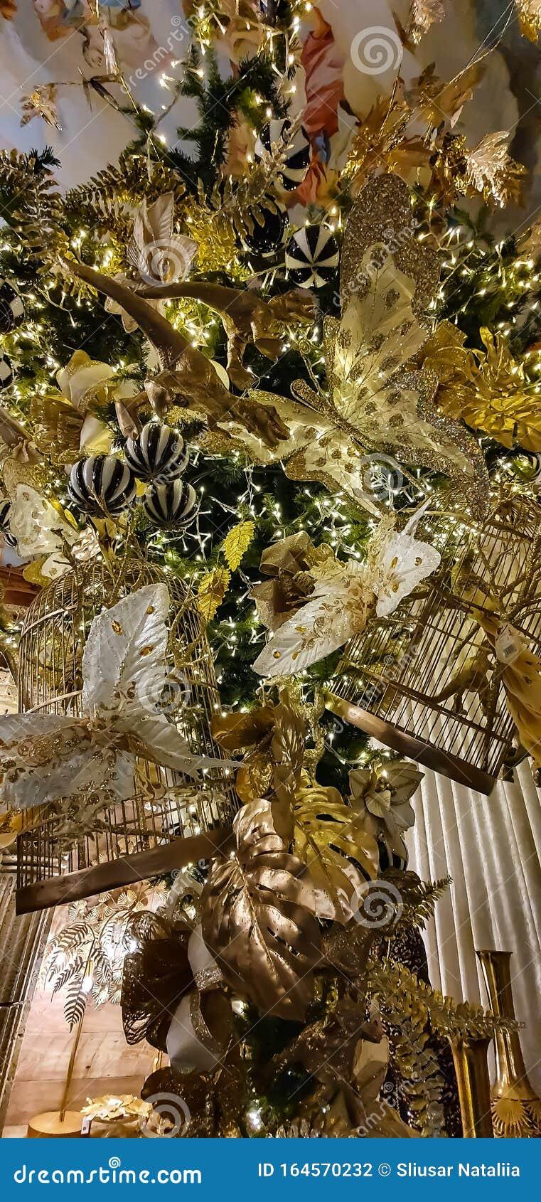 Christmas Decorations Golden Dinosaurs On Christmas Tree Stock Photo Image Of Dinosaurs Decorations 164570232