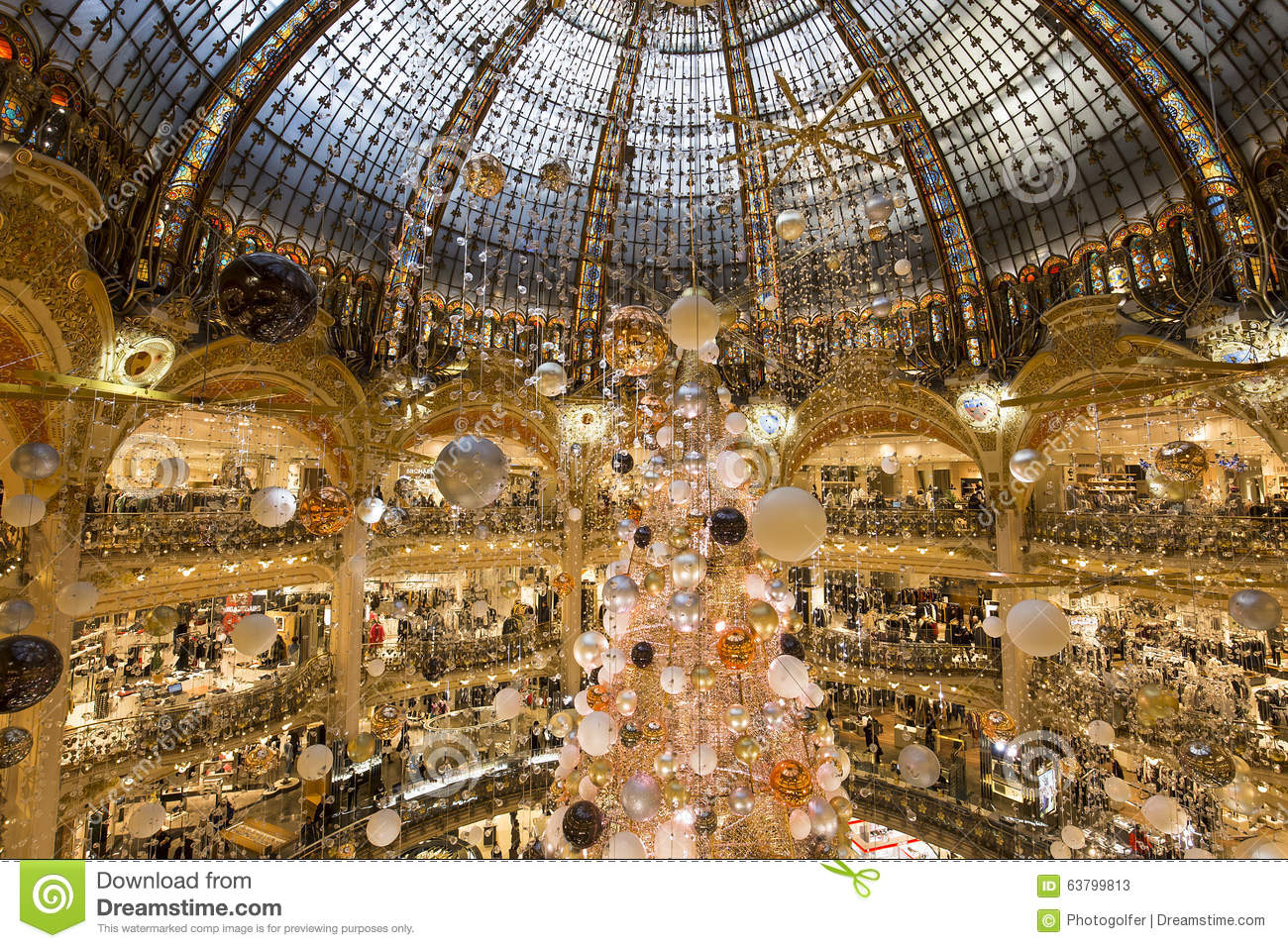 Christmas decorations at le printemps store paris france - Magasin deco noel paris ...