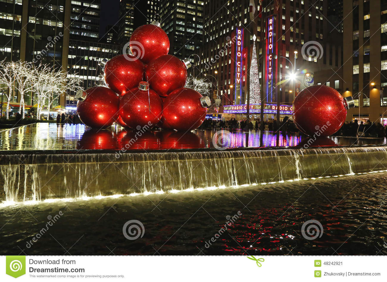 Christmas decorations in midtown manhattan near for Christmas decorations near me