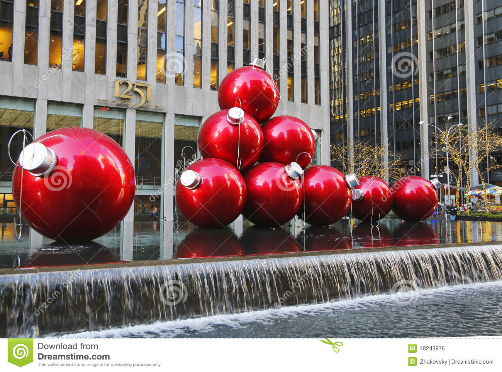 Christmas decorations in midtown manhattan near for Christmas decorations near me