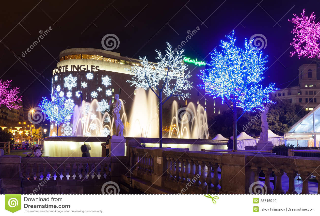 What Kind Of Christmas Decorations Are Used In Spain : Christmas decorations on placa de catalynia barcelona