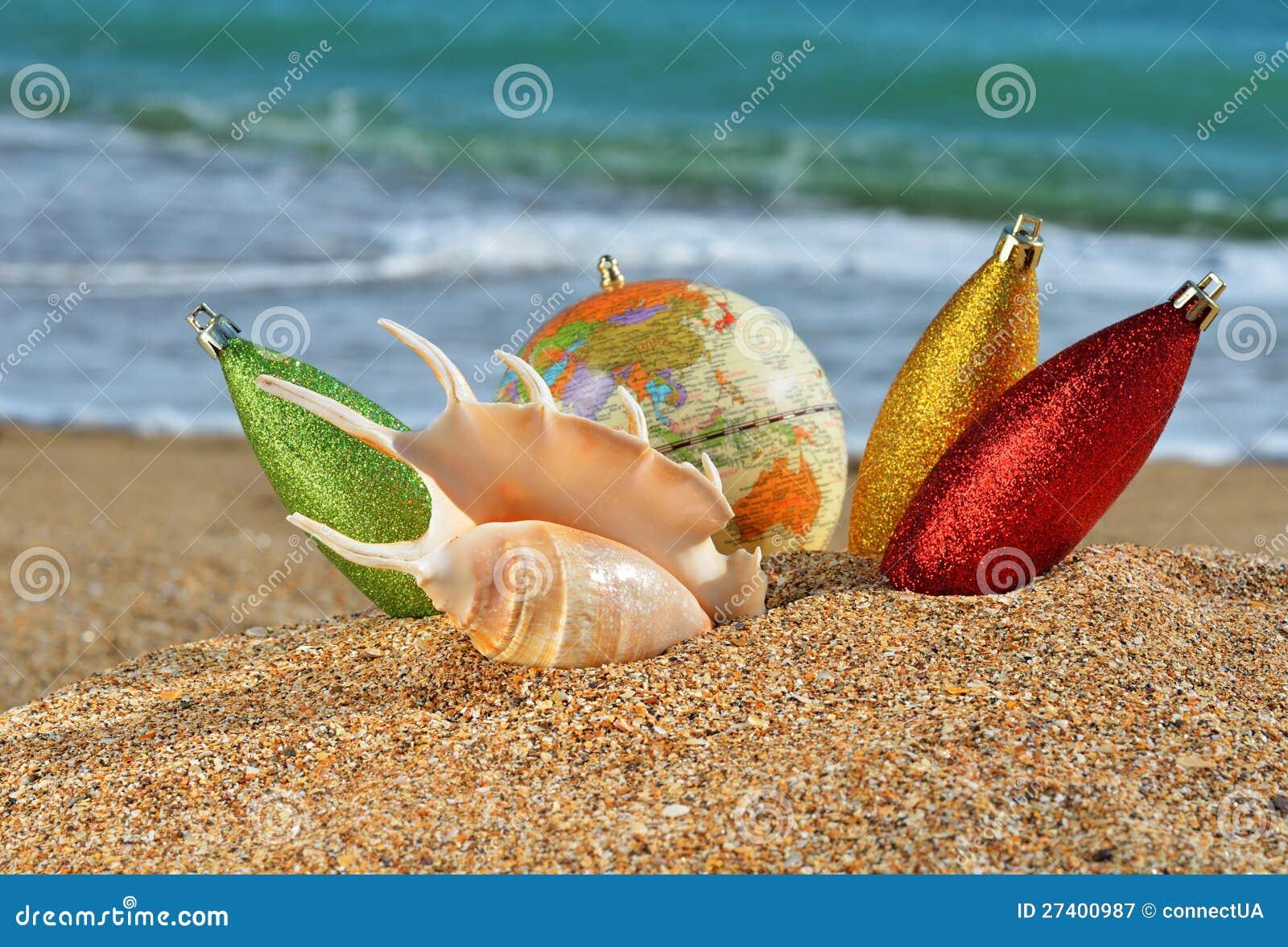 Seashell christmas ornaments - Christmas Decorations And Seashell On The Beach