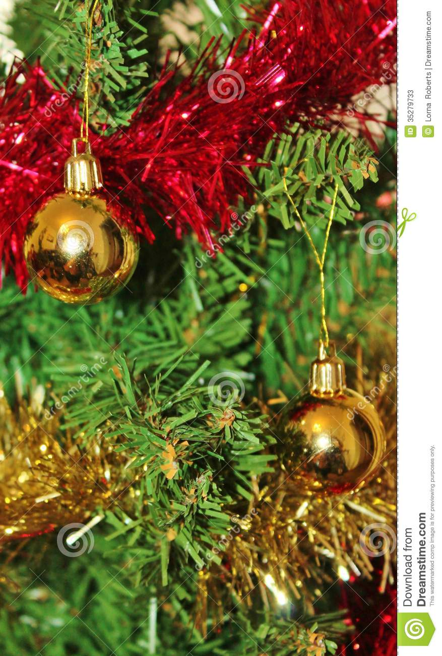 Christmas decorations for tree in gold glitter and red for Gold christmas tree lights