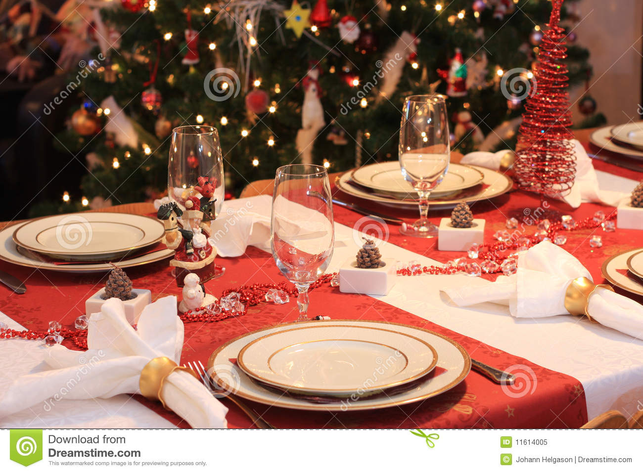 Christmas Dinner Table Stock Image Image Of Tree Glass 11614005