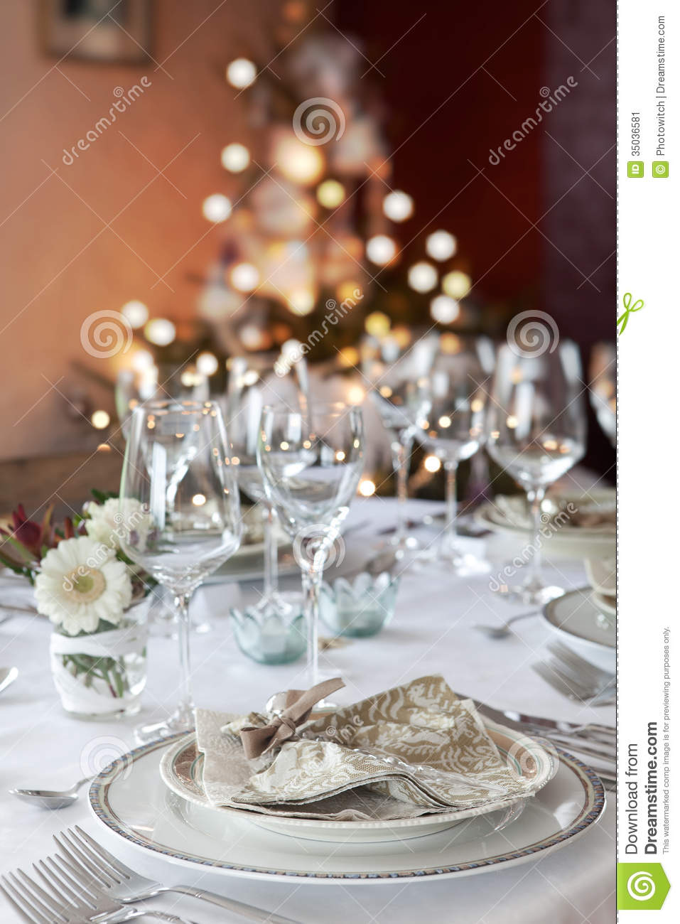 Silver and white christmas table decorations - Christmas Dinner Table In White
