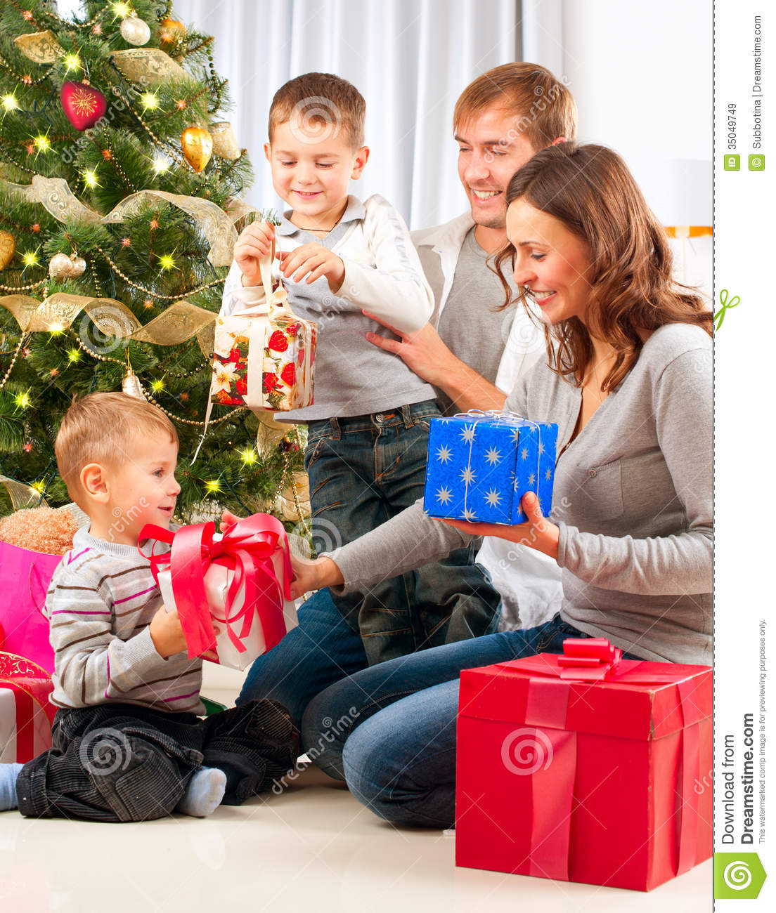 Christmas Famil... Happy Kids Opening Christmas Presents