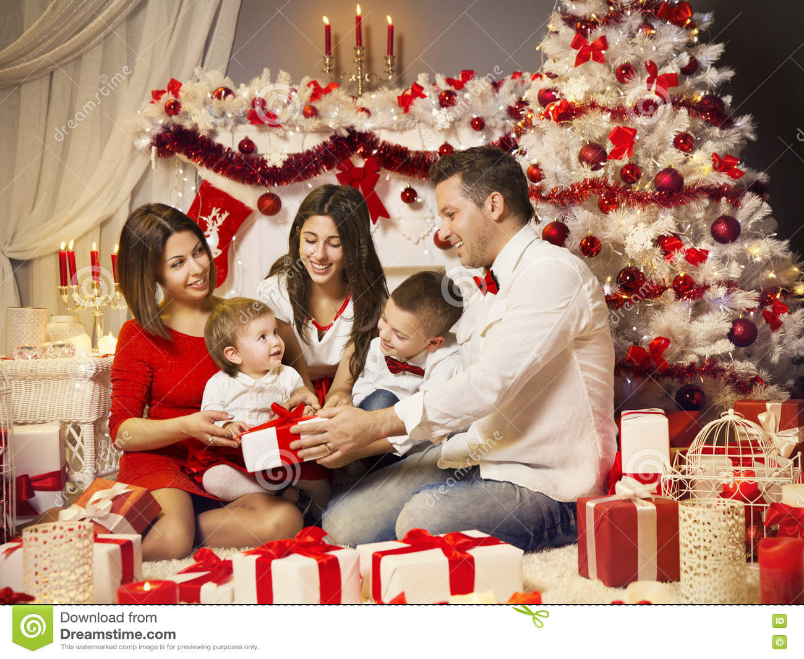 Christmas Family Photo Christmas Family Opening Present Gift Box Xmas Celebration Stock