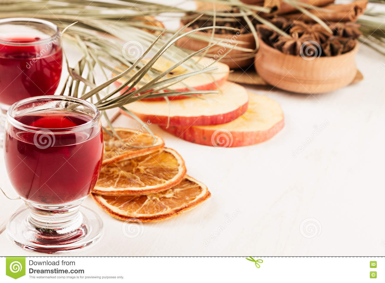 Christmas food background mulled wine decorative decoration of spices and drinks on white - Decoratie snack ...