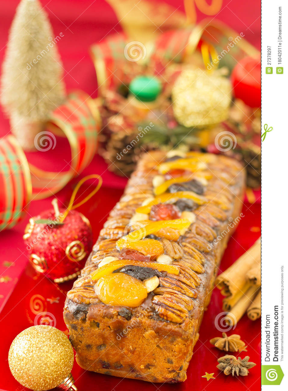 Christmas fruit cake with christmas decoration royalty for Baking oranges for christmas decoration
