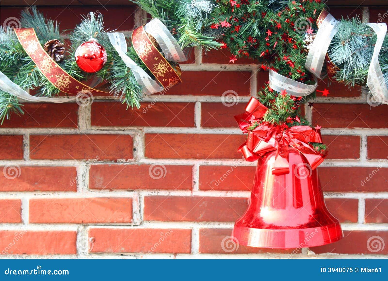 Christmas Lights On Stone Wall : Christmas Garland On Brick Royalty Free Stock Photo - Image: 3940075