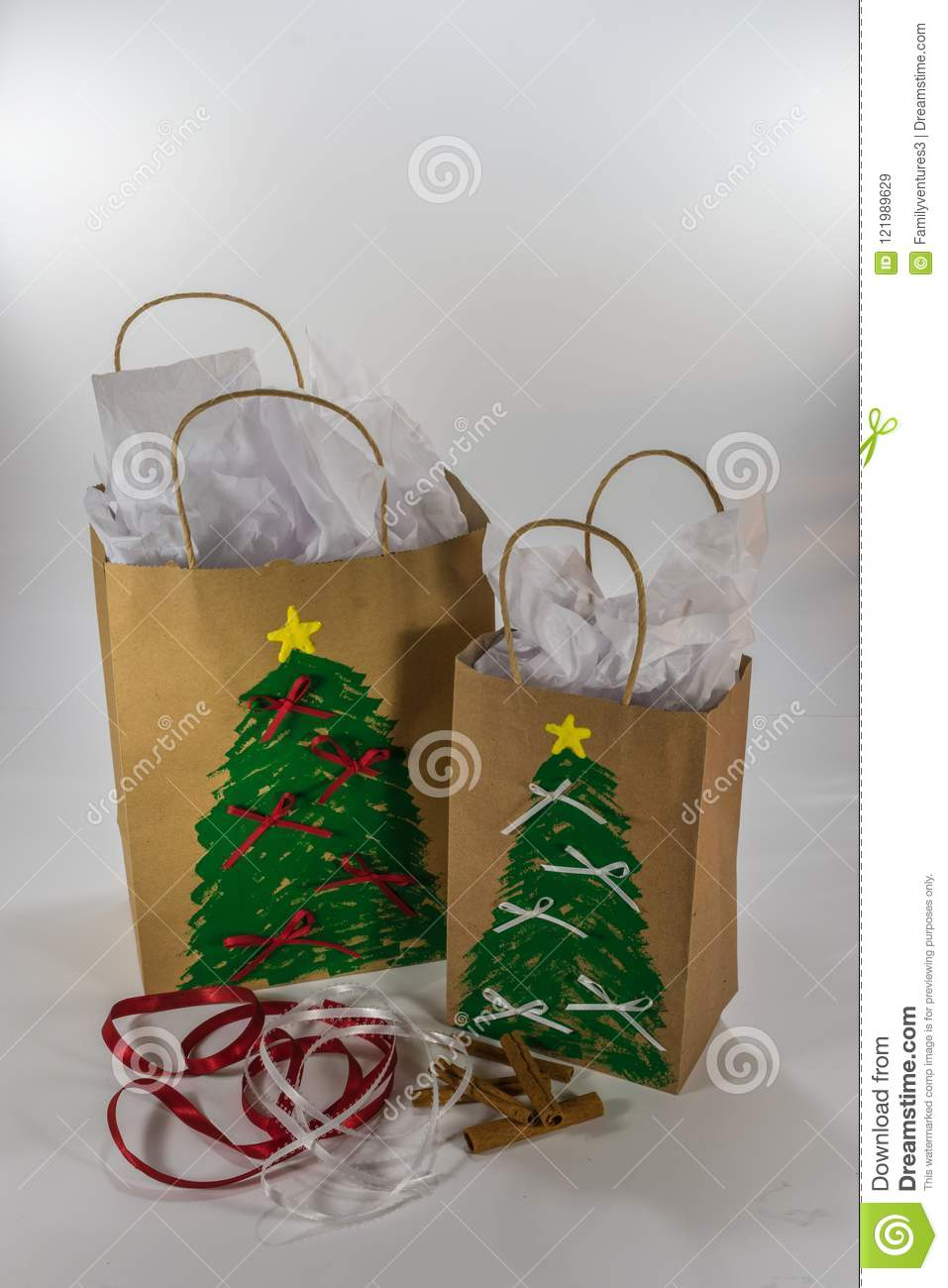 Christmas gift bags ready for giving : christmas gift bag ideas - medton.org