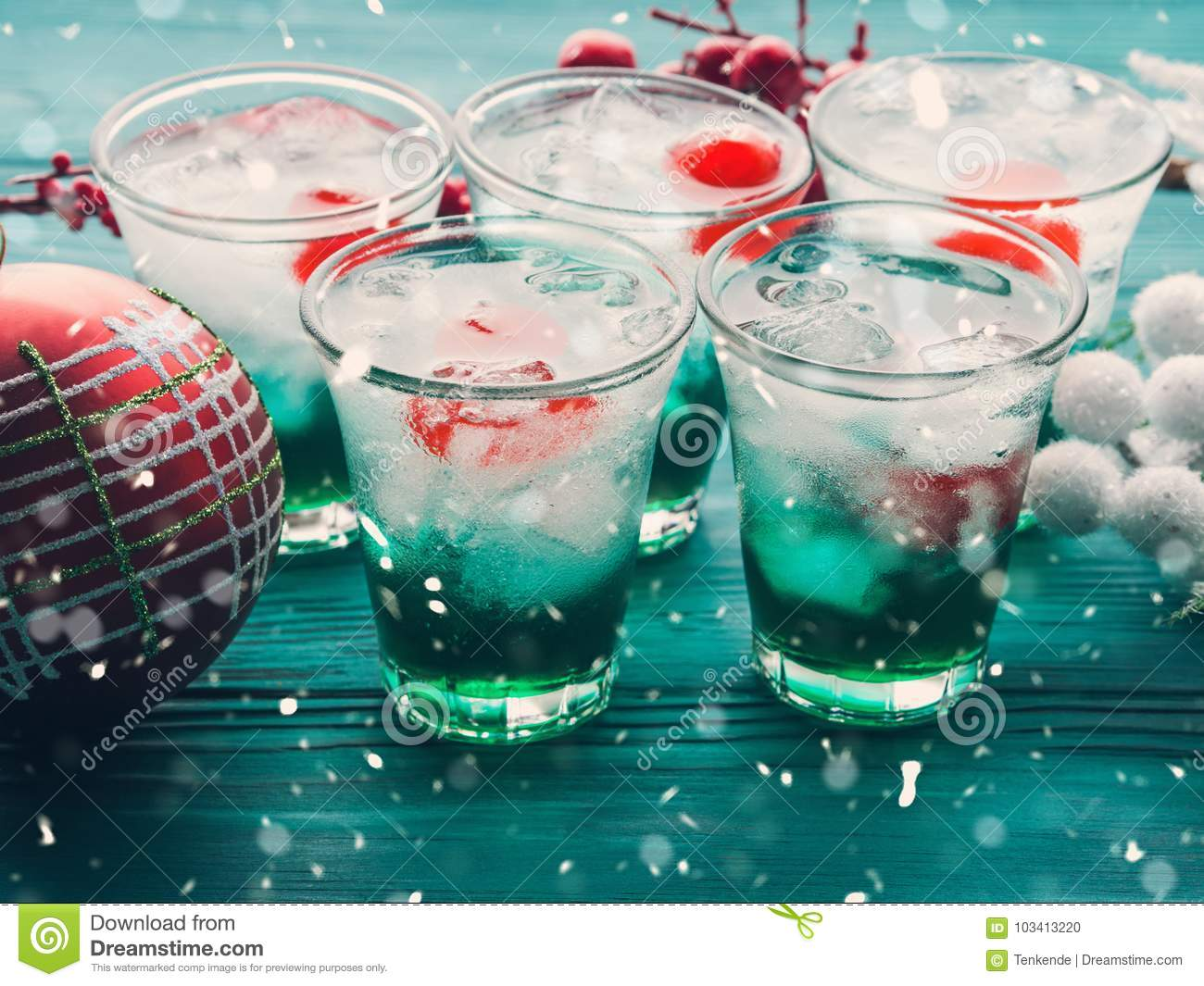 Christmas Drinks Alcohol.Christmas Holiday Party Green And Red Drinks Stock Photo