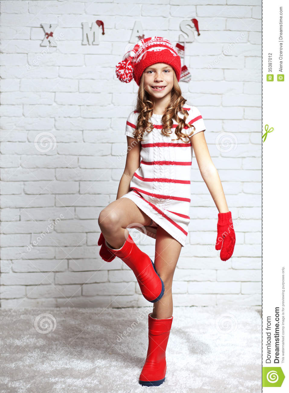 Girl Fashion Magazine: Christmas Stock Photo. Image Of Fashion, Posing, Person