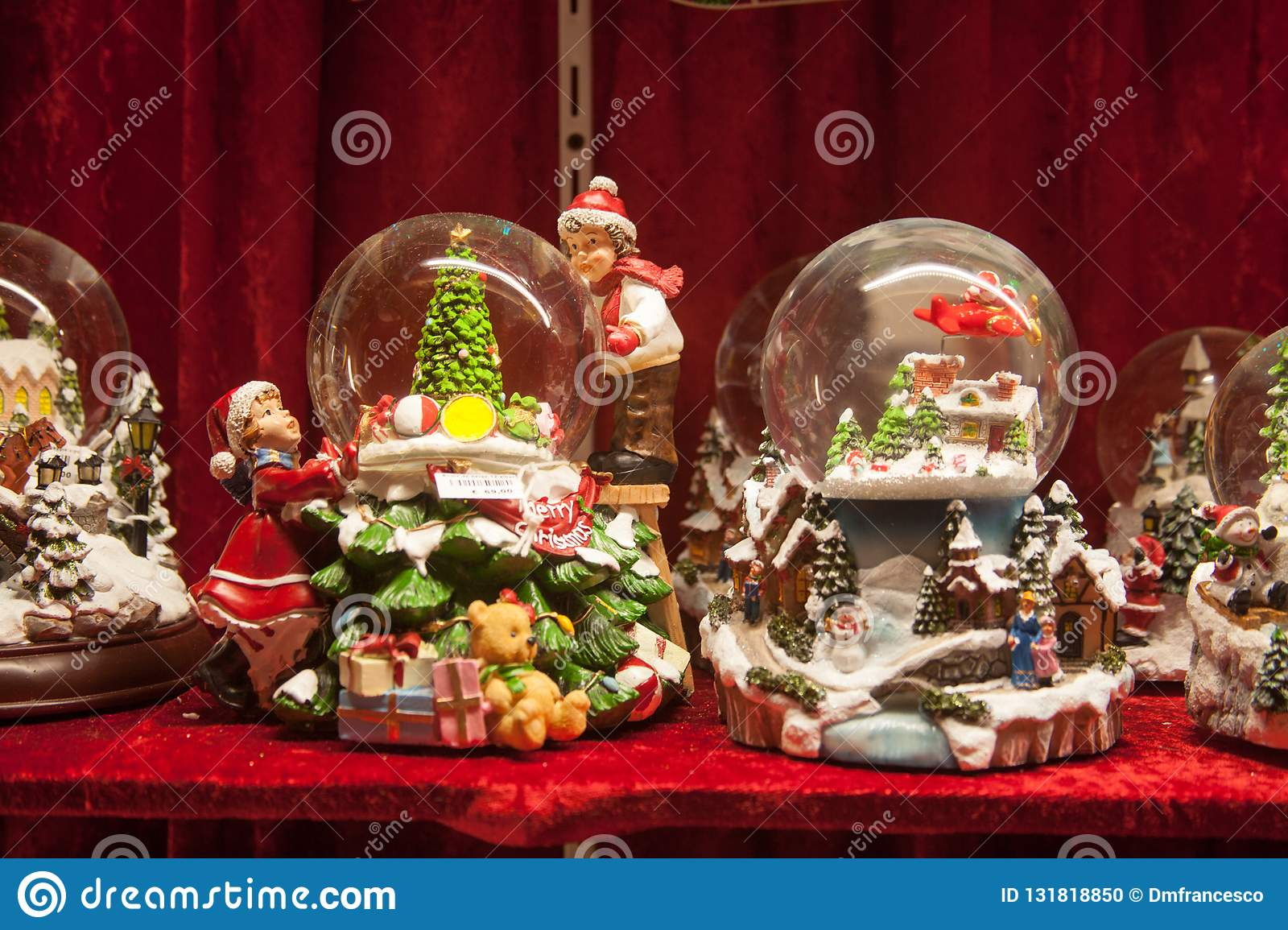 Christmas In Italy Decorations.Christmas Markets Christmas Decorations Village Of Santa