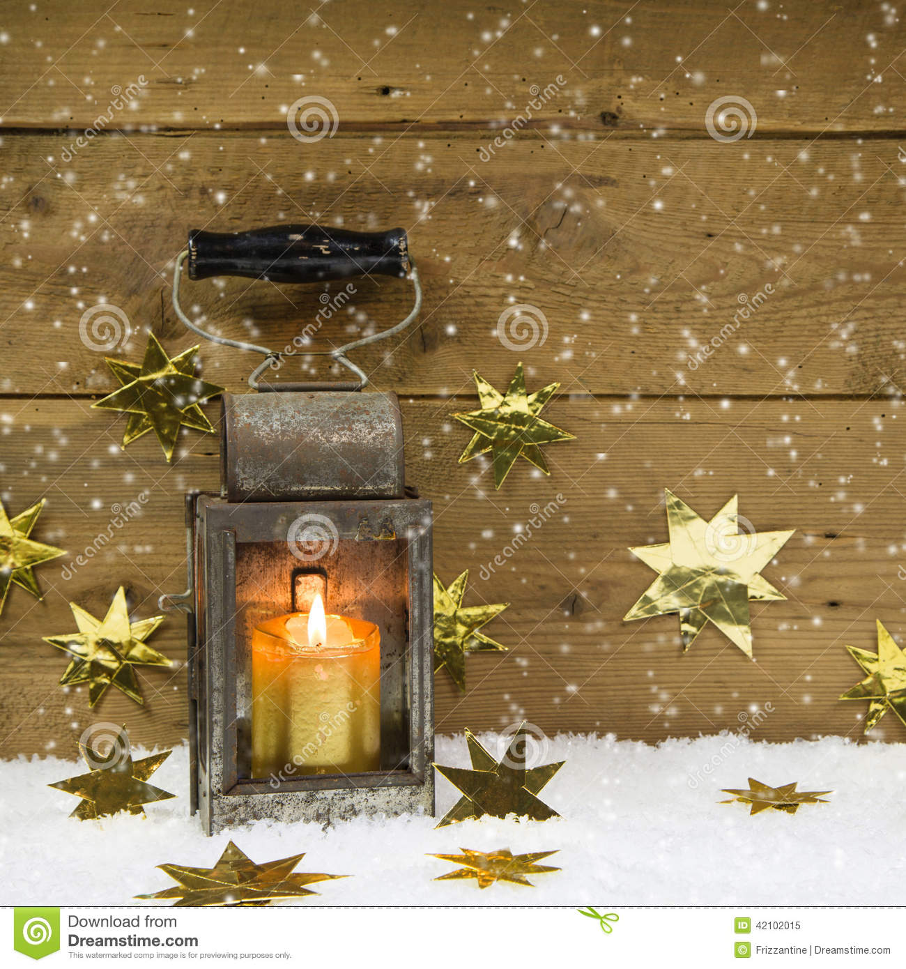 Mood Bilder mood rustic latern on a snowy background stock image