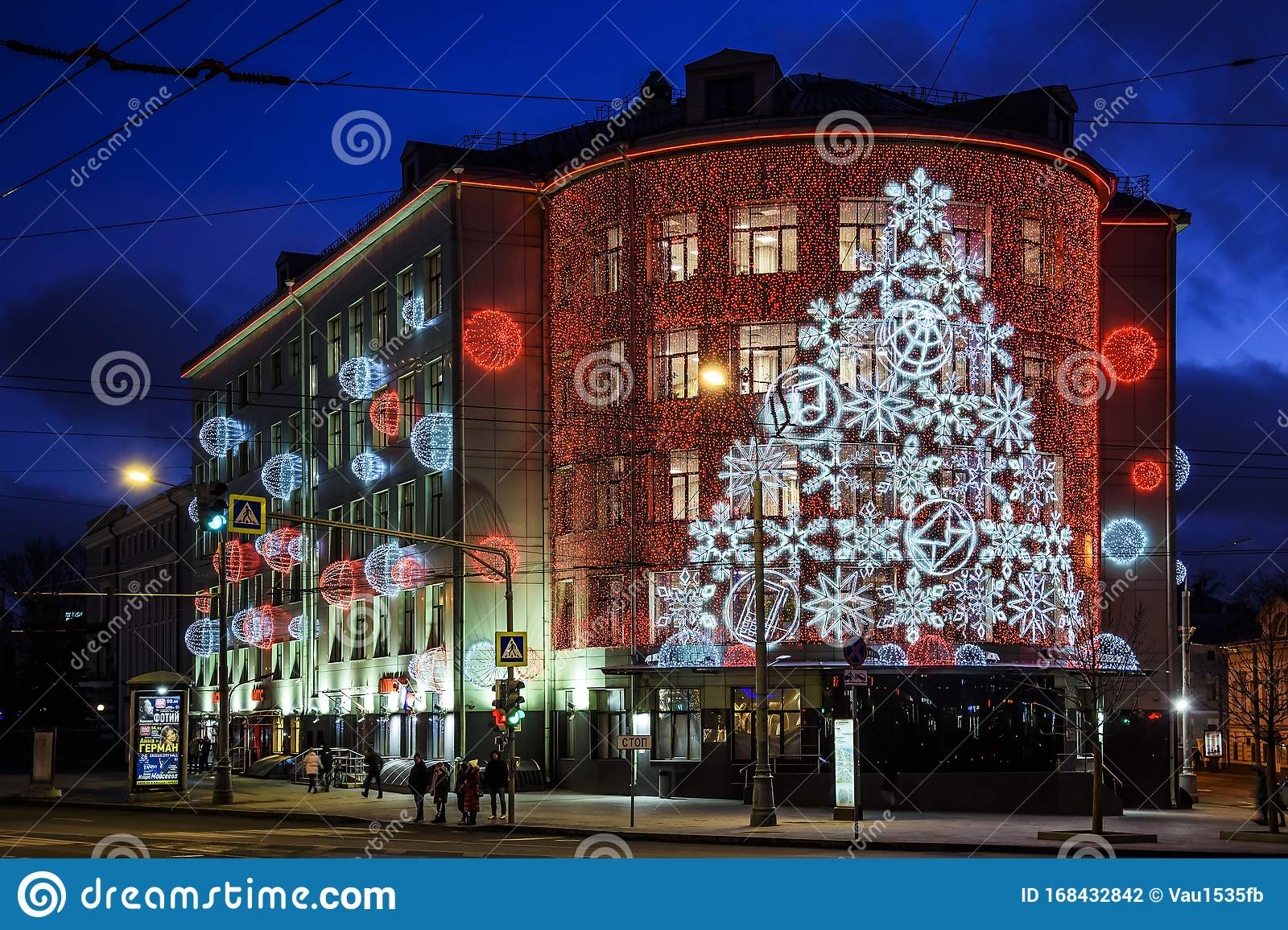 Building Christmas Decorations 2020 Christmas And New Year Light Installation And Decorations On The