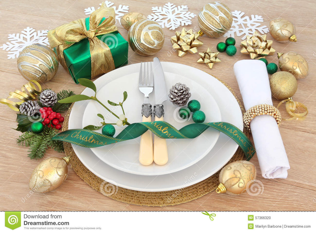 Christmas dinner place setting with plates, cutlery, napkin, baubles ...