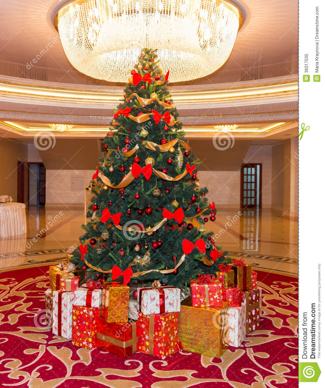 Picture Of Christmas Tree With Presents: Christmas Presents Royalty Free Stock Photo