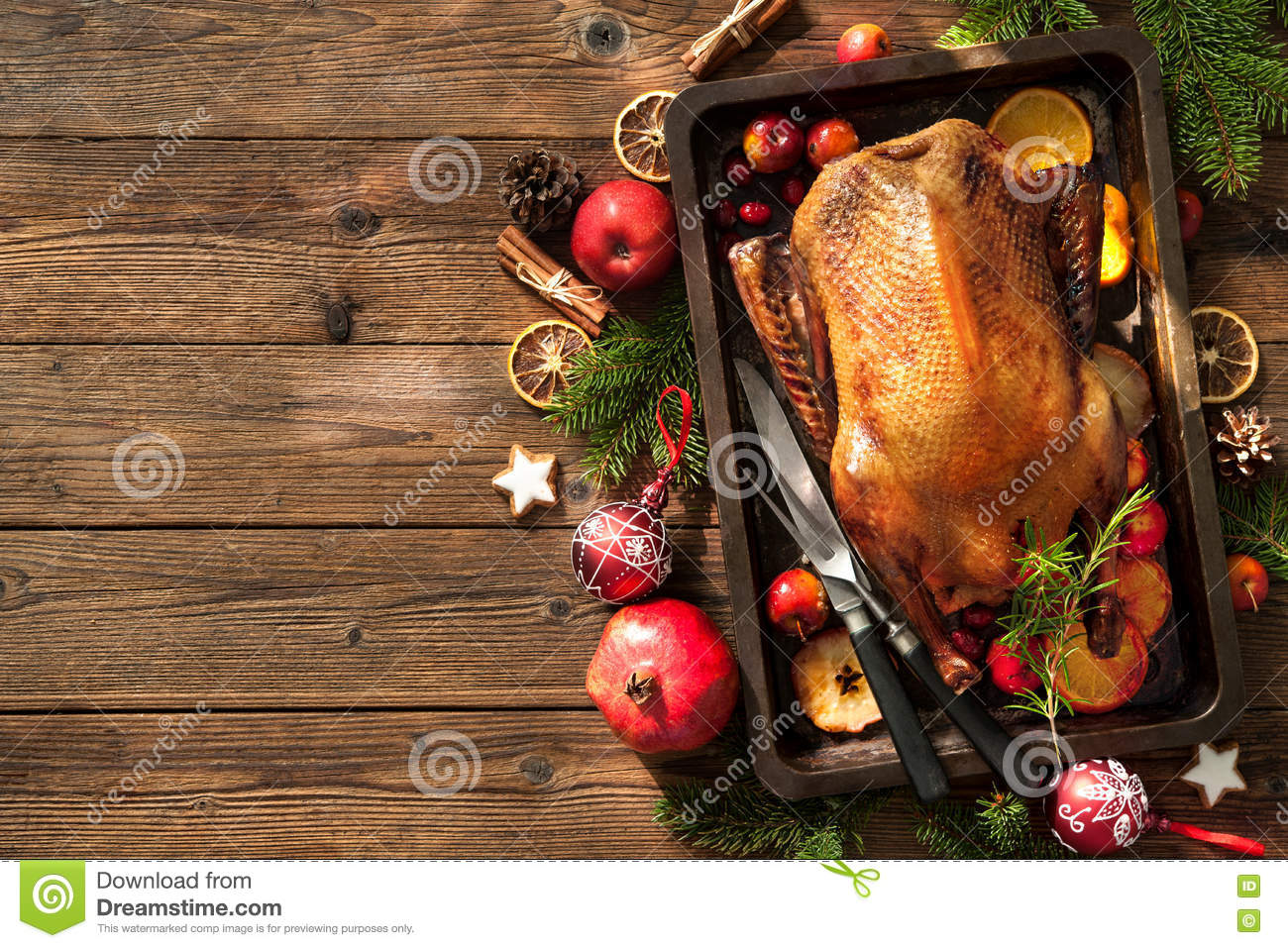 Christmas roast duck with apples and oranges on baking for Baking oranges for christmas decoration