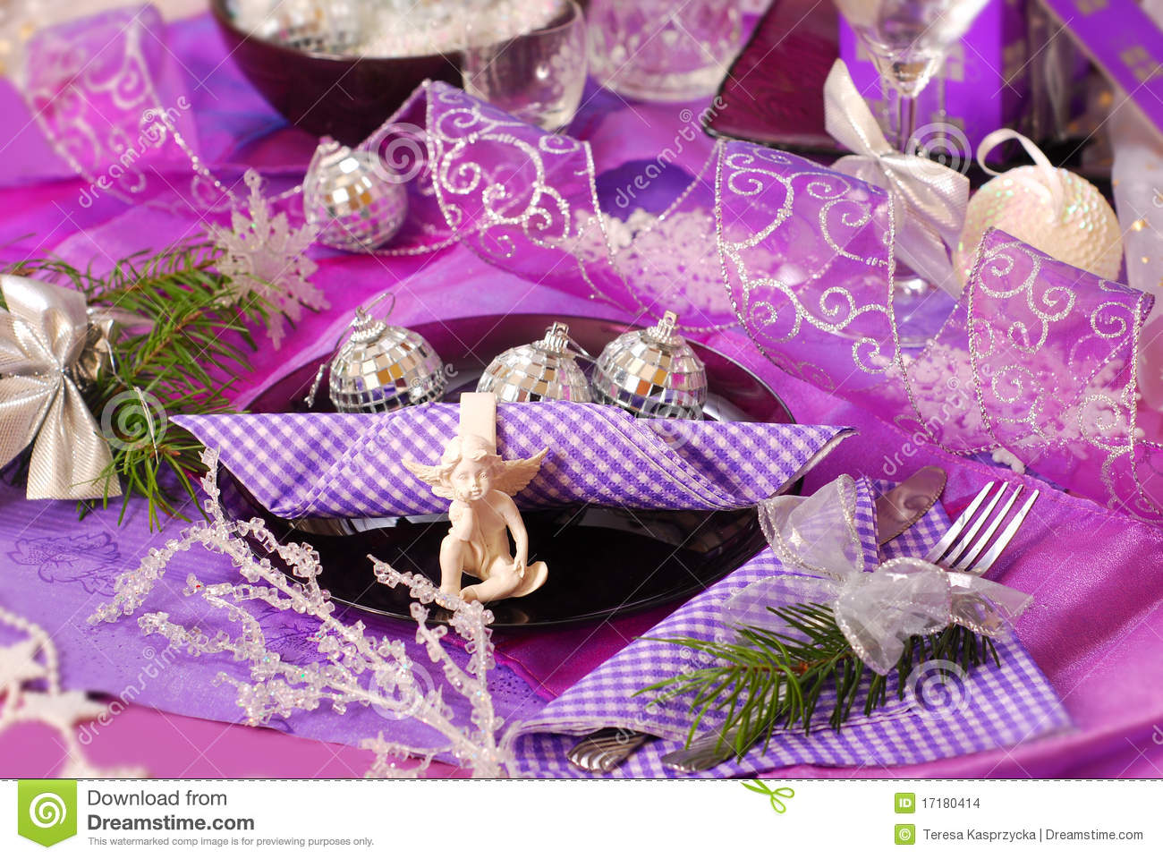 Christmas table decoration in purple color stock images - Is purple a christmas color ...