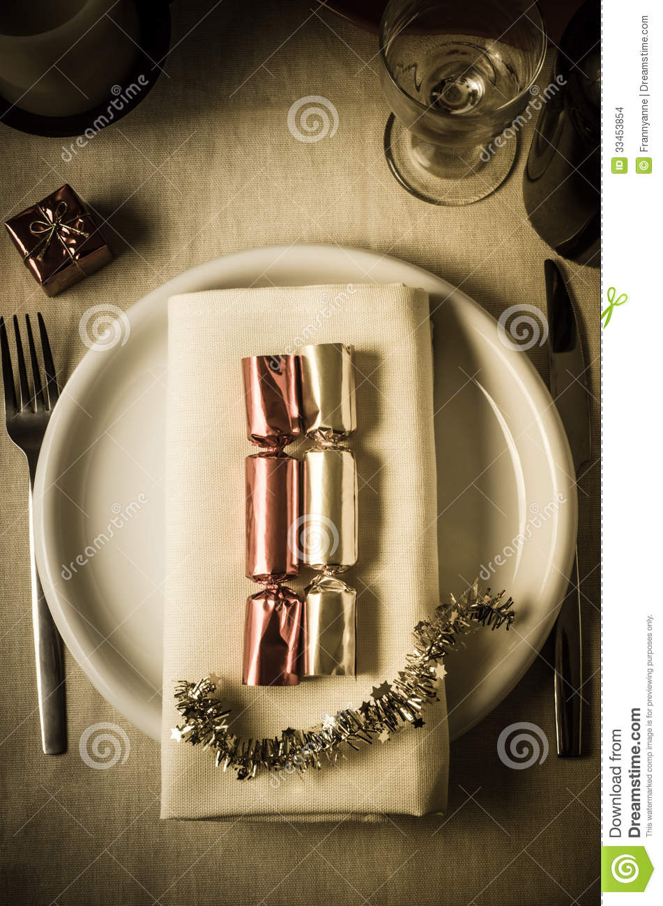 Christmas Table Setting with Crackers
