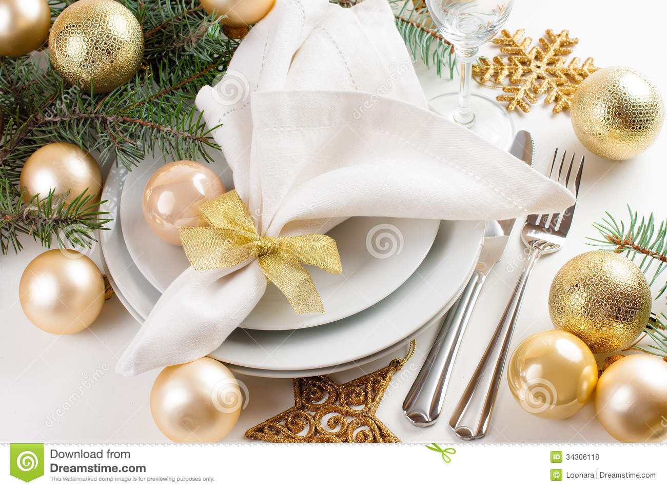 Christmas Table Setting In Gold Tones Royalty Free Stock