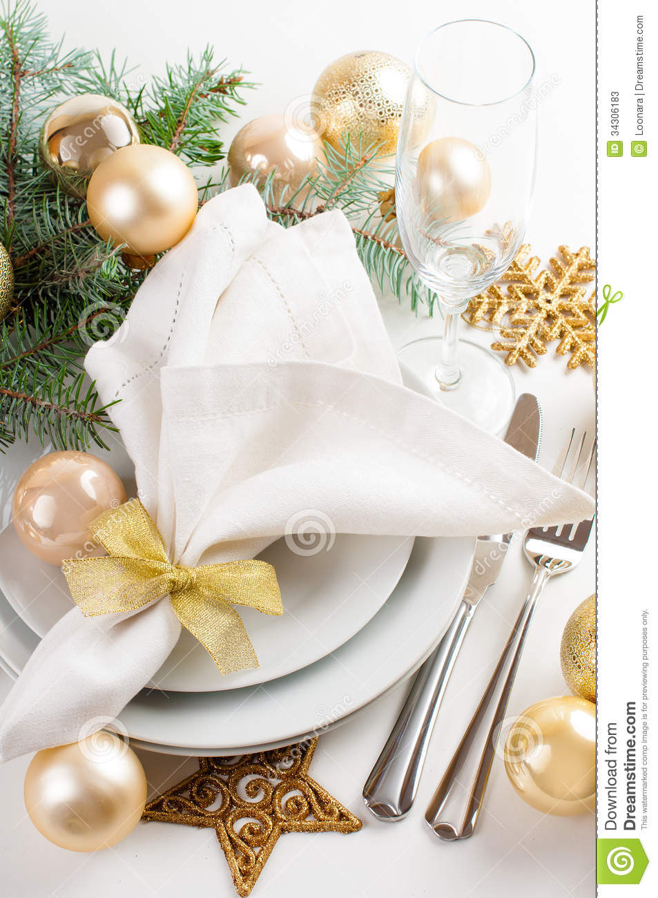 Christmas Table Setting In Gold Tones Stock Photos Image