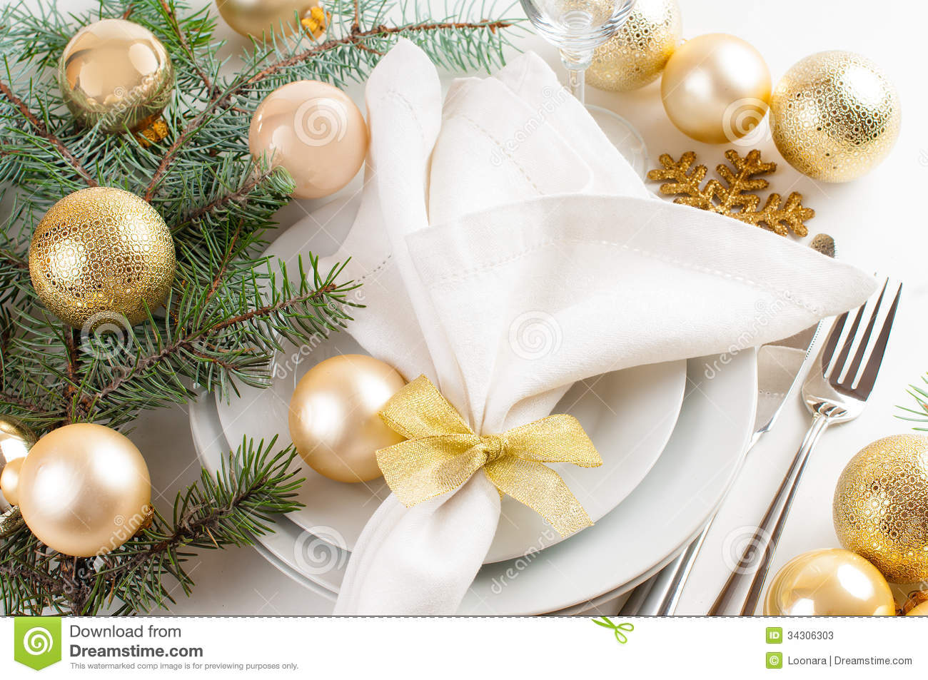Christmas table decorations gold - Christmas Table Setting In Gold Tones Stock Photos