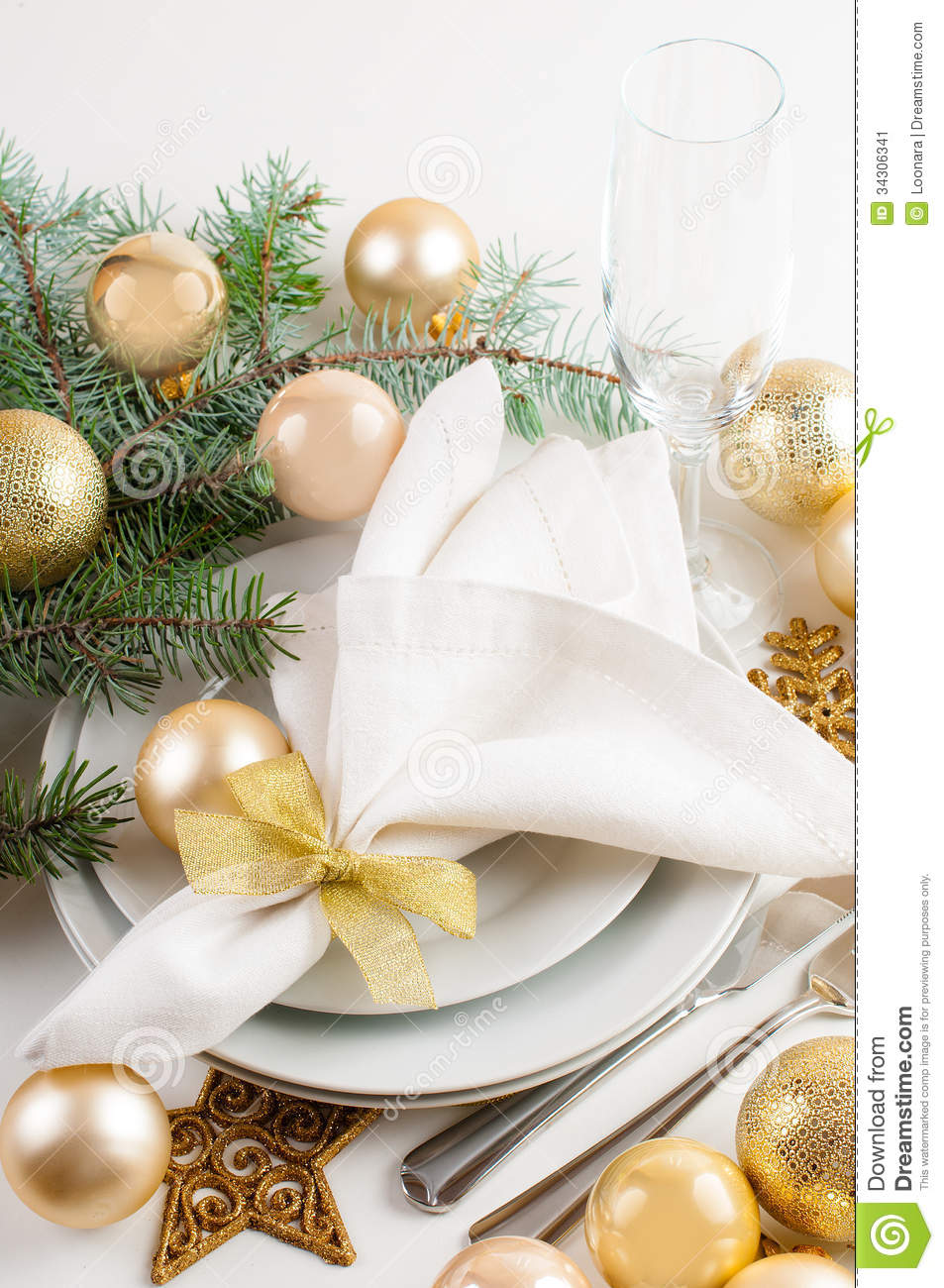 Christmas table decorations gold - Christmas Table Setting In Gold Tones Stock Image