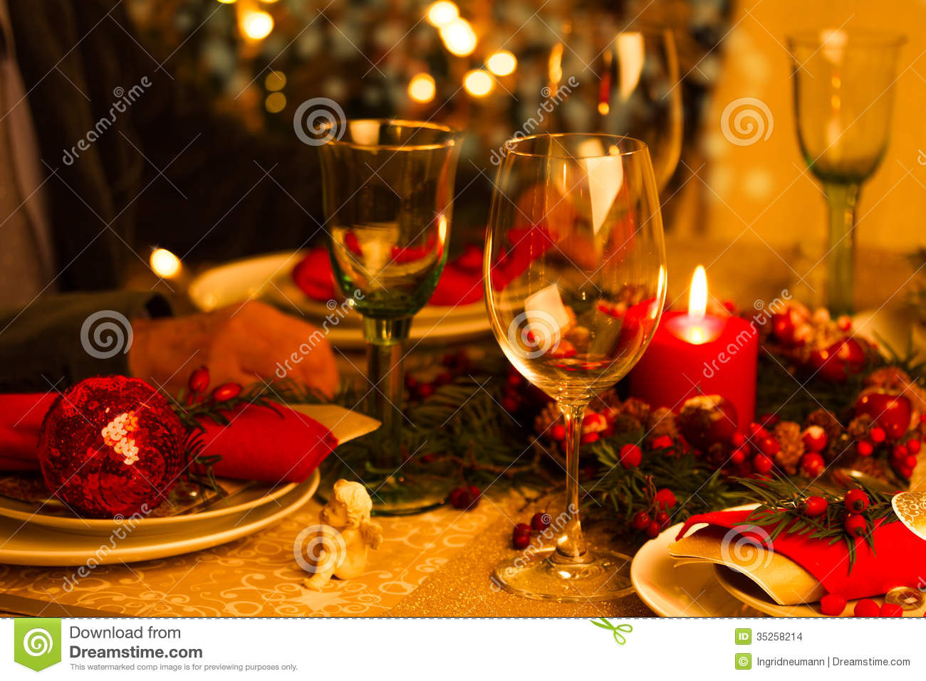 Christmas table decorations red and gold - Christmas Table Setting With Holiday Decorations Stock Images