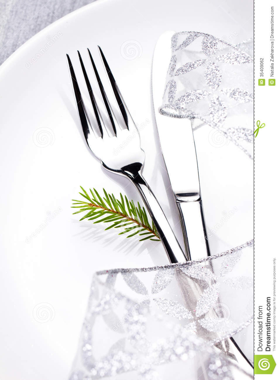 Christmas Table Setting In White And Silver With Christmas