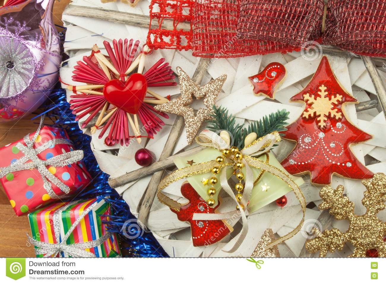 Christmas time decorations for the presents christmas for Home crafted christmas decorations