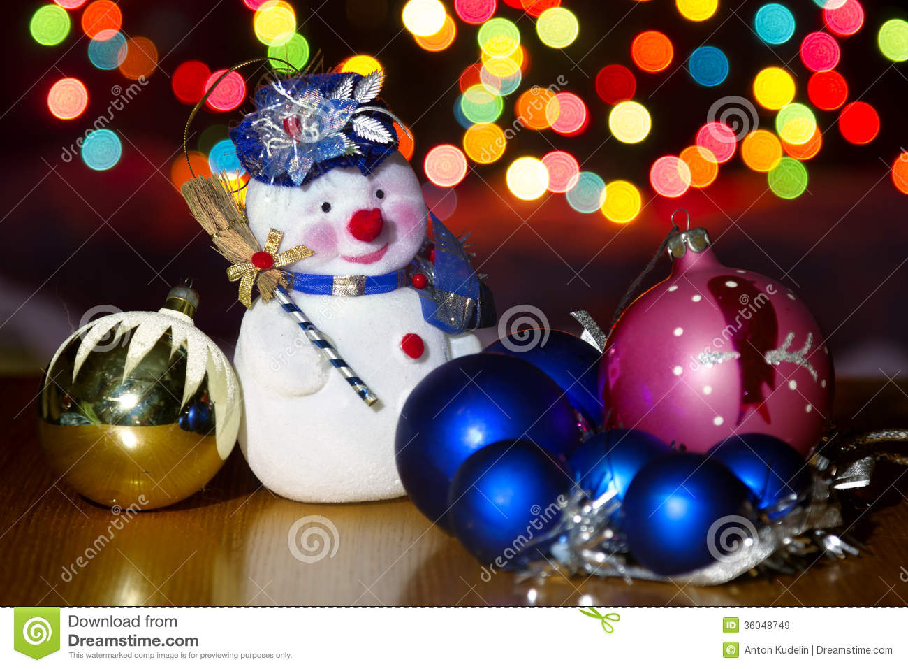 The gallery for bright colorful christmas decorations for Colorful christmas decoration ideas