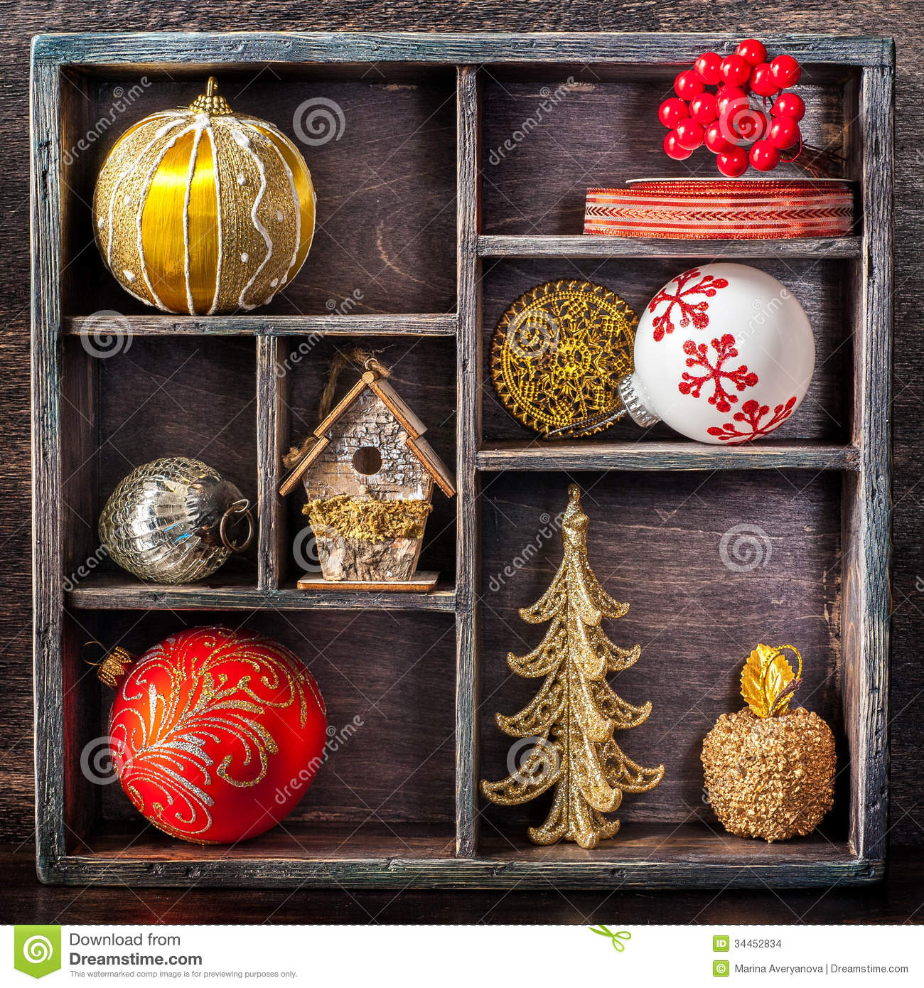 #B5161B Christmas Toys And Decorations In A Vintage Wooden Tray  5535 décorations de noel vintage 1300x1390 px @ aertt.com