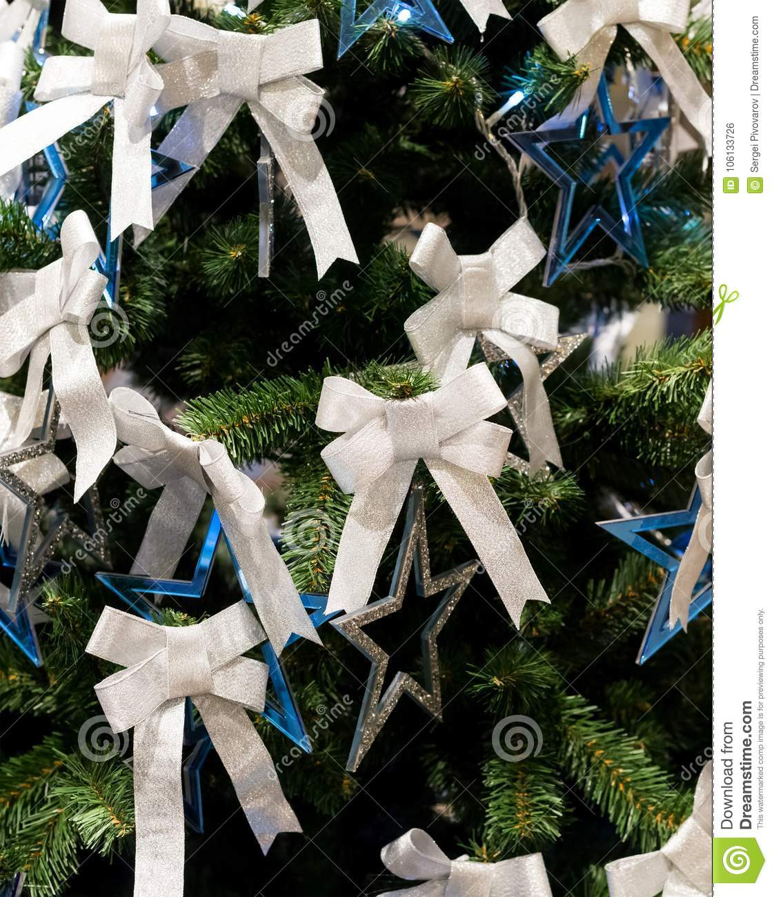 Christmas Tree Bows White.Christmas Tree Branch Bow White Star Silver Blue Close Up