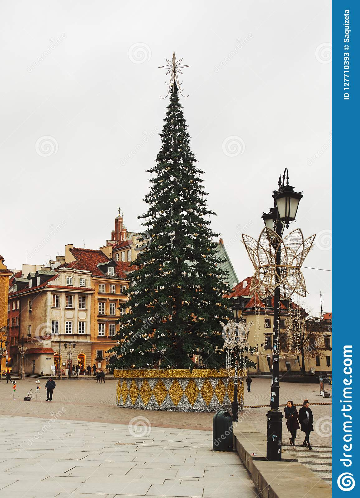 Christmas tree in Castle Square. Plac Zamkowy Stare Miasto. Wa