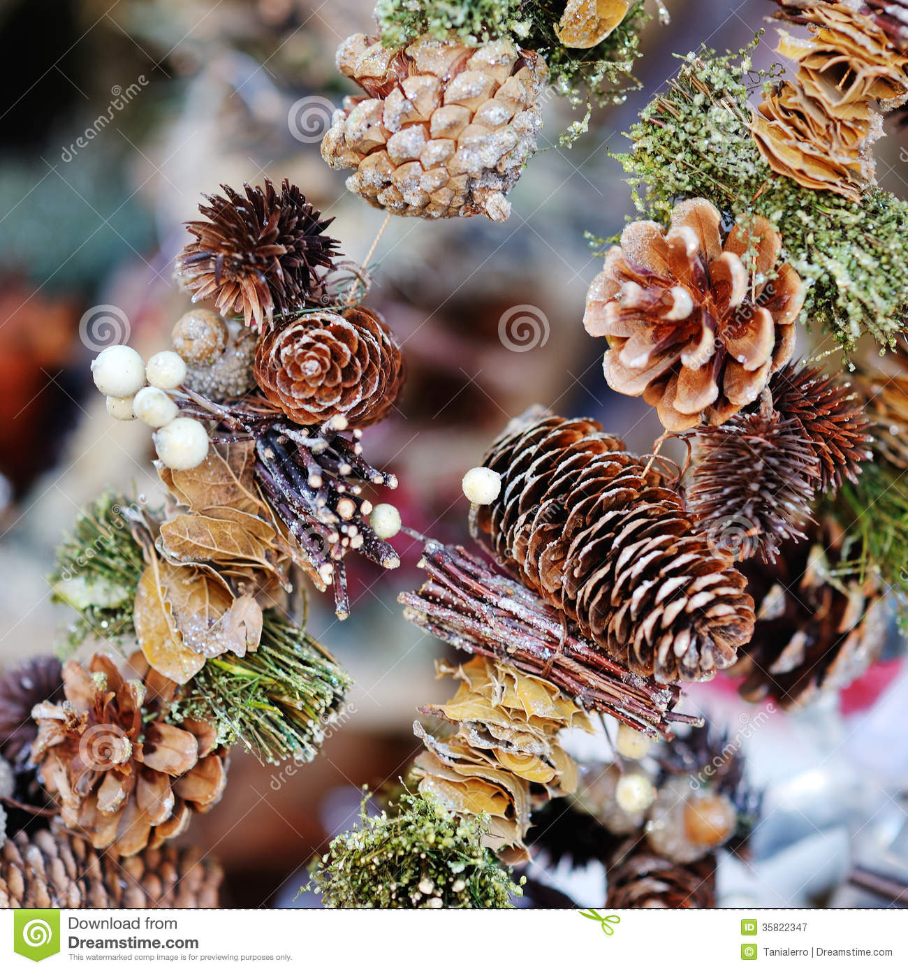 christmas tree decoration pine cone