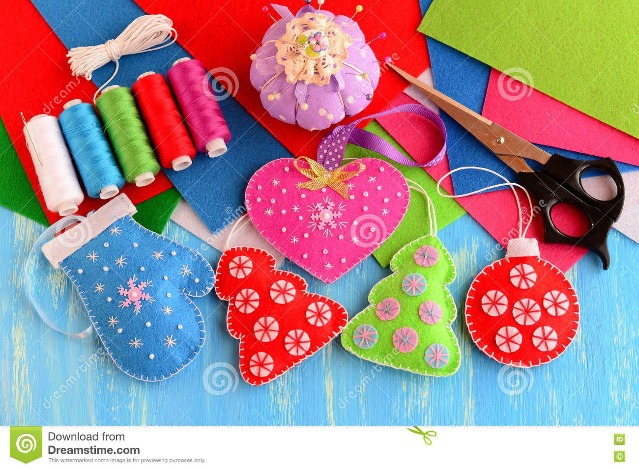Christmas Tree Decorations Crafts Felt Pink Heart Red And Green Christmas Tree Blue Mitten Red Ball On Wooden Background Stock Image Image Of Children Applique 79417483