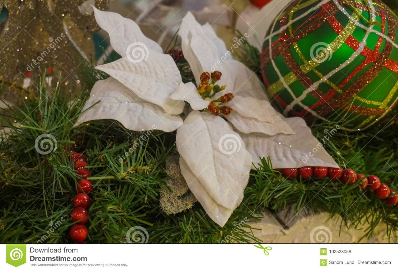 christmas tree decorations - White Christmas Flower Decorations