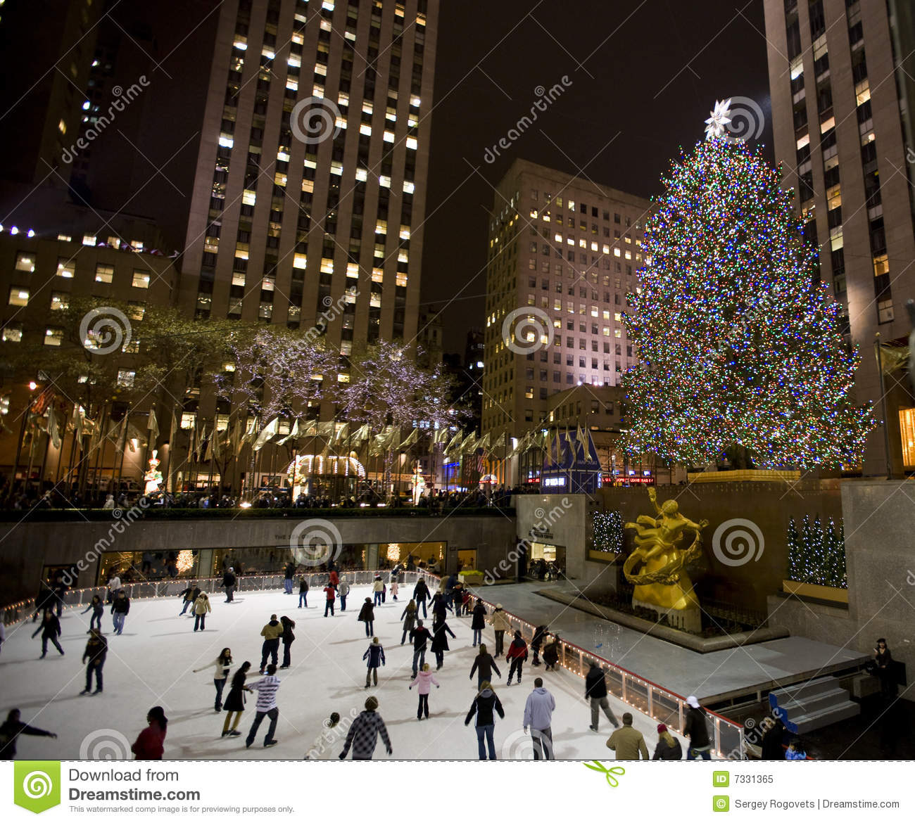 Christmas Tree In Ny Editorial Image Image 7331365
