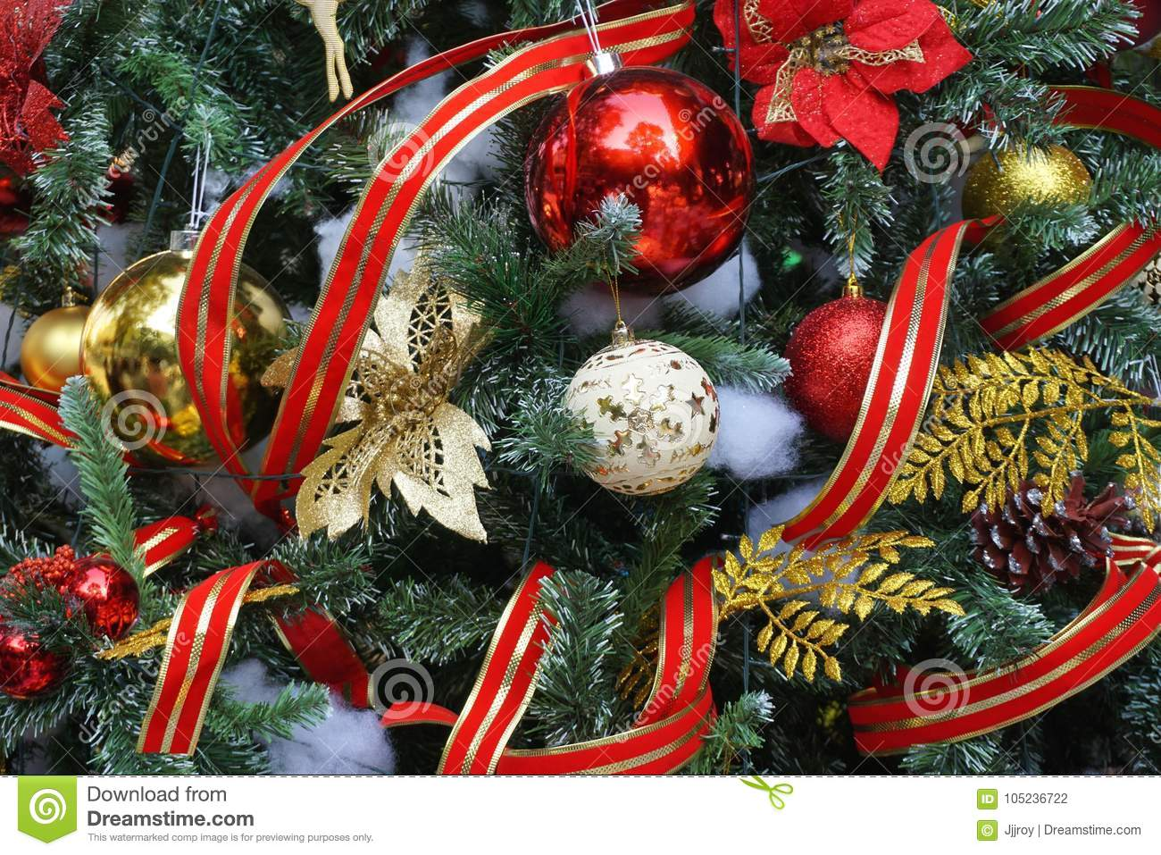 53 258 Christmas Tree Gold Ribbon Photos Free Royalty Free Stock Photos From Dreamstime
