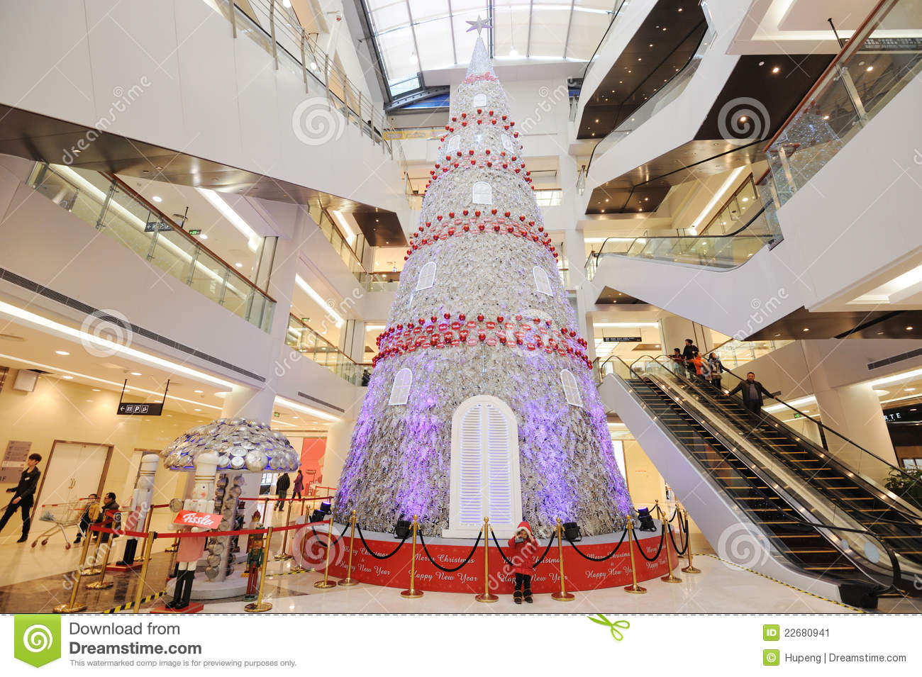 Christmas Tree In Shopping Mall Editorial Photo - Image: 22680941