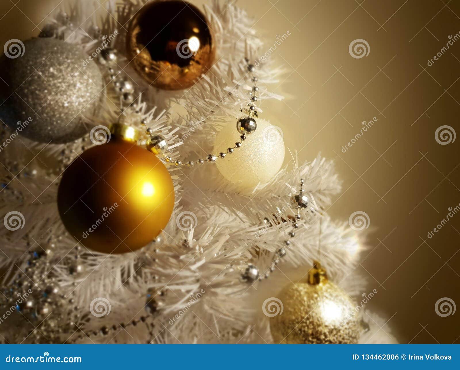 White Christmas decoration tree, gold ,silver, ,white balls silver garland,christmas light,decoration ,illumination ideas
