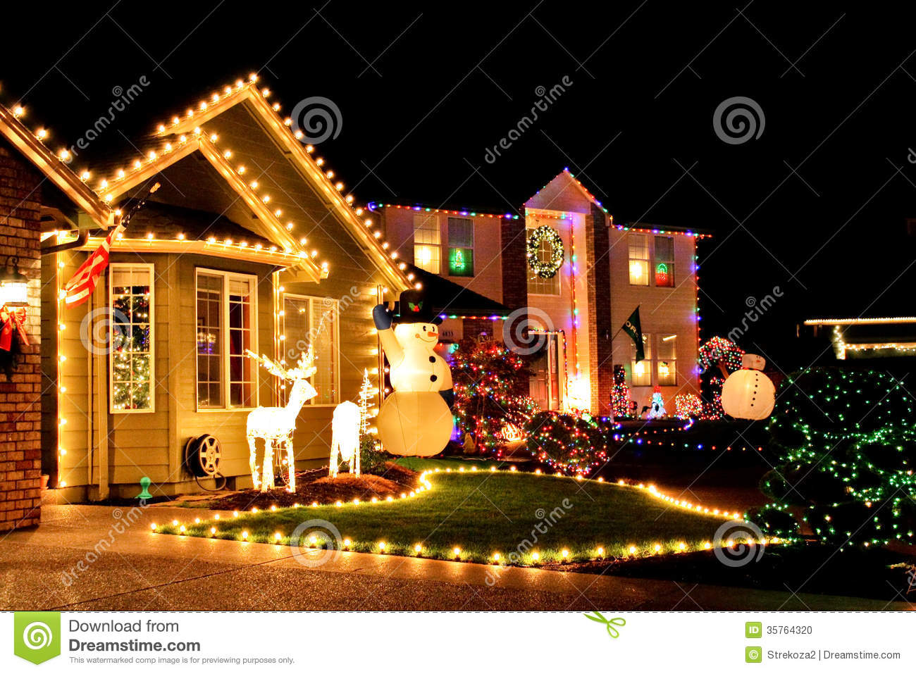 Christmas Village Lights Editorial Image   Image  35764320 IoohWyTu