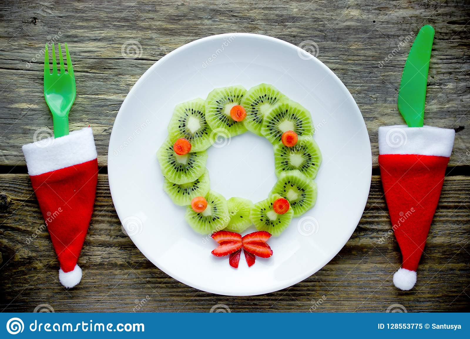 Christmas Wreath Kiwi Strawberry Fruit Plate Stock Image Image Of Lunch Party 128553775