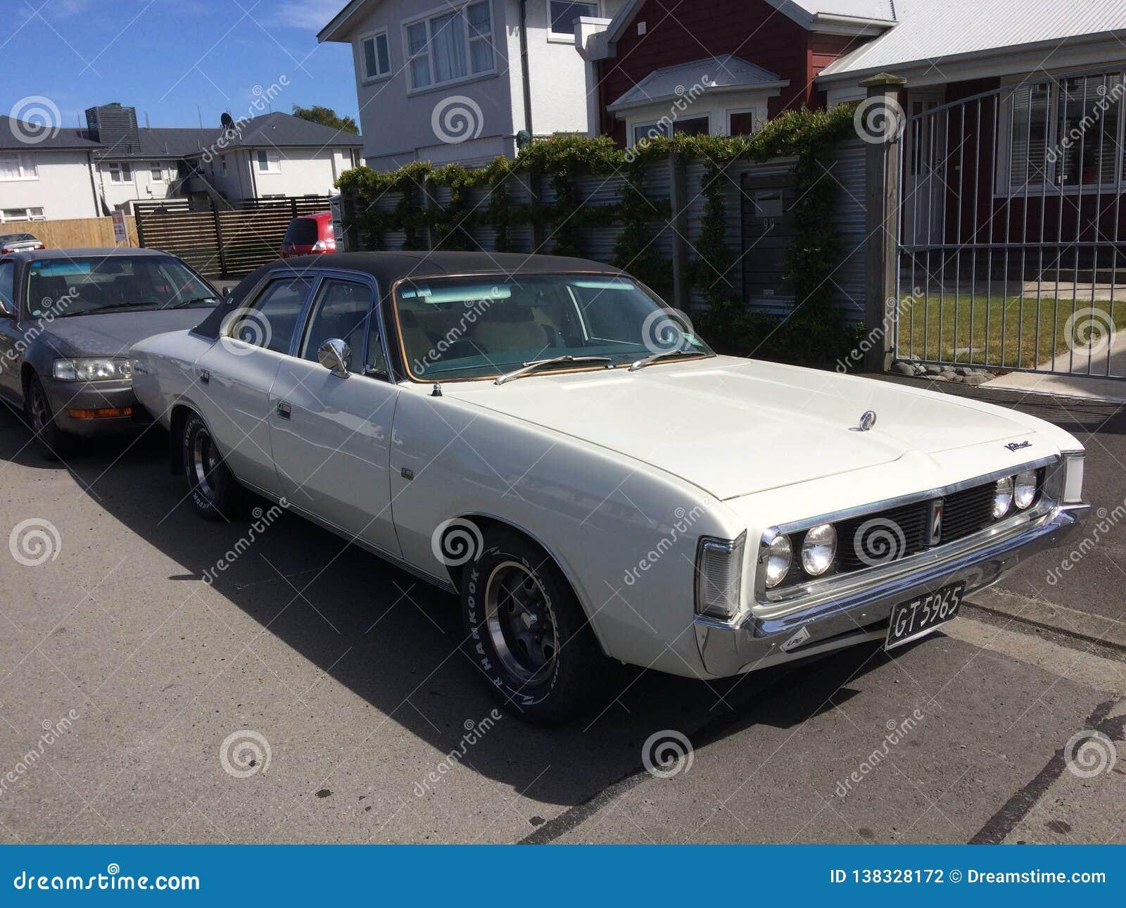 Chrysler Dzielni Królewscy 1975 starych zegarów