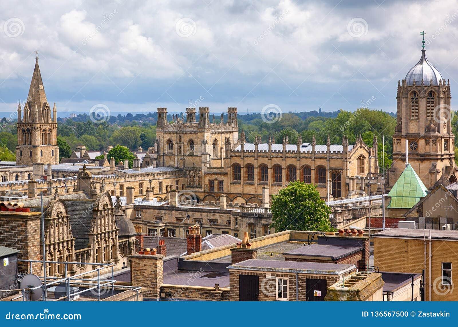 Chrystus kościół jak widzieć z wierzchu Carfax wierza uniwersytet w oksfordzie england