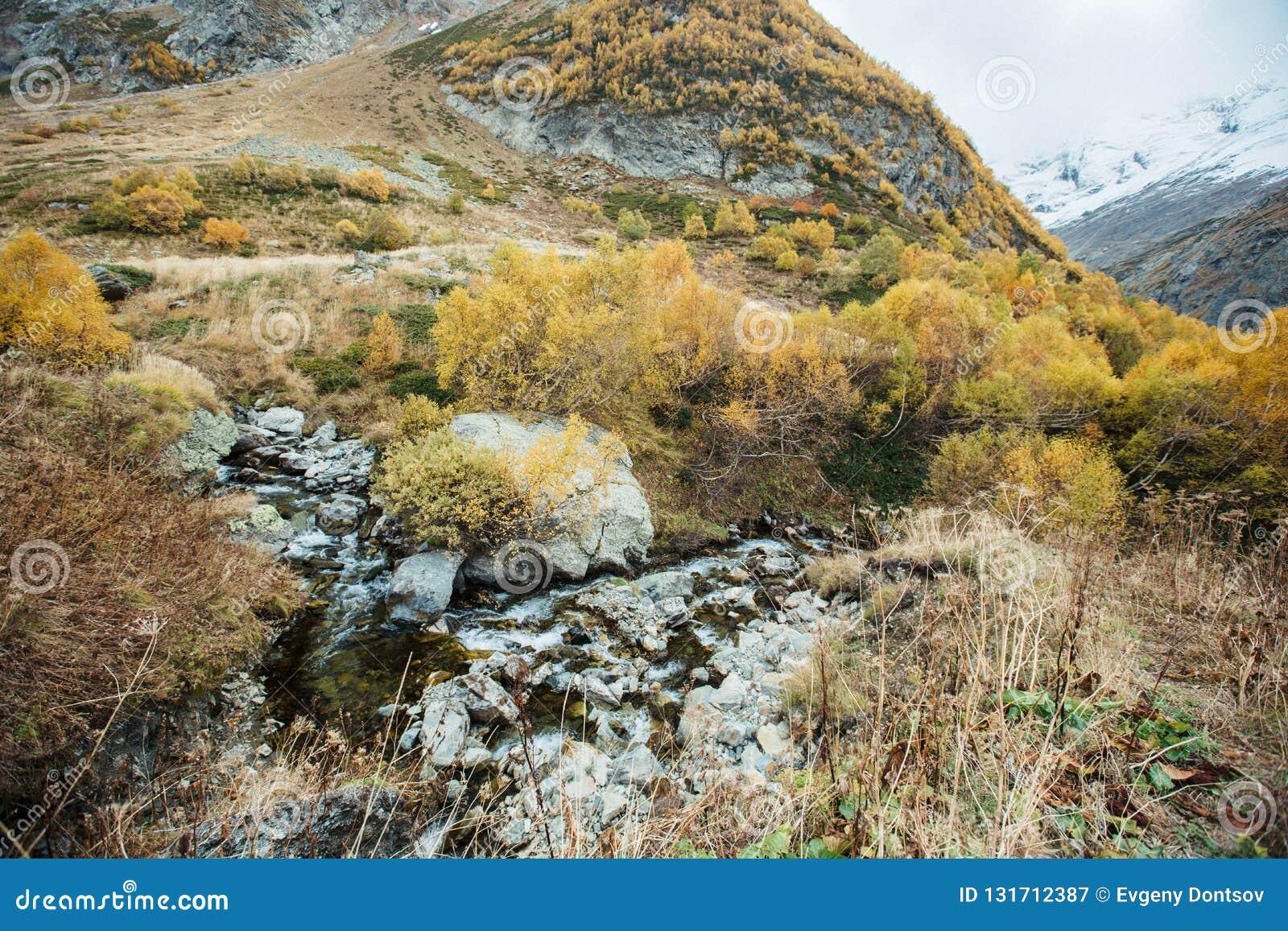 Churchkhur flod på hösten