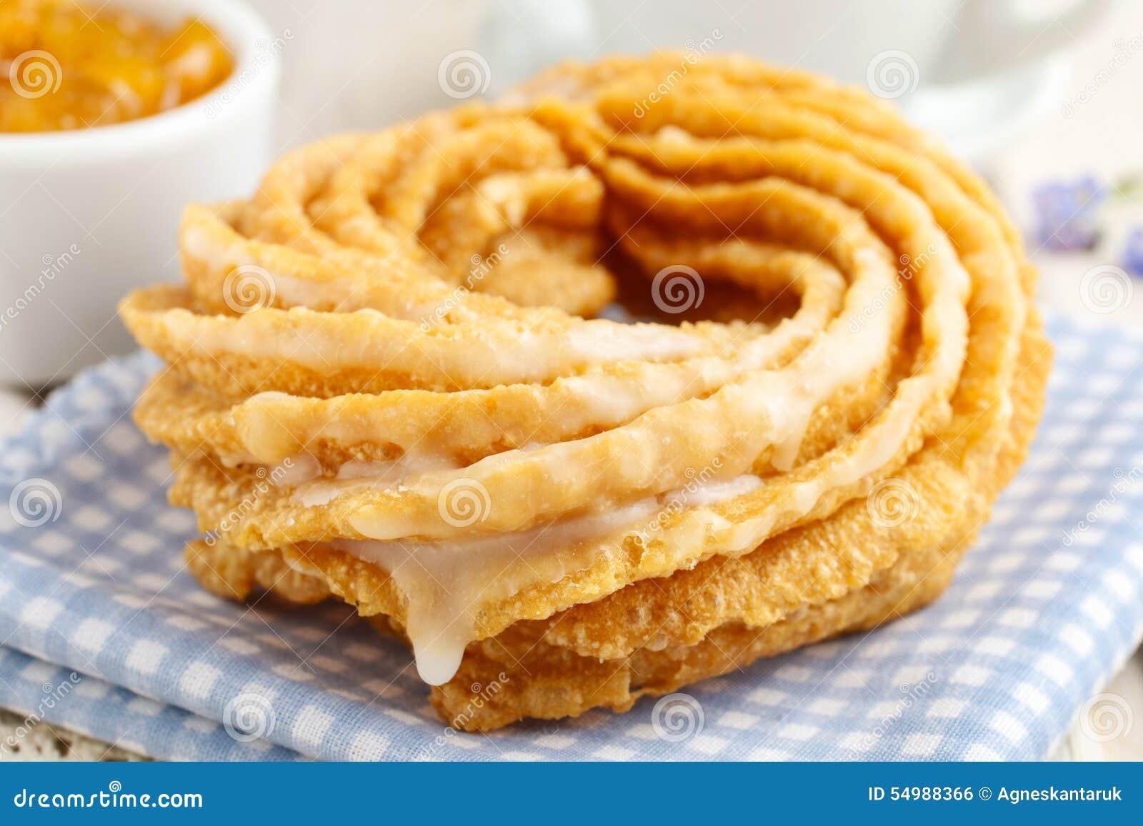 Churro donuts och bunke av honung