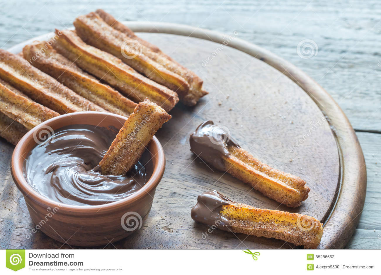 Churros - beroemd Spaans dessert met chocoladesaus